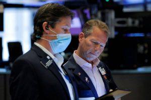 Wall Street finit en baisse après des ventes au détail décevantes