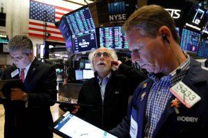 Wall Street finit en baisse, Apple plonge après une décision de justice